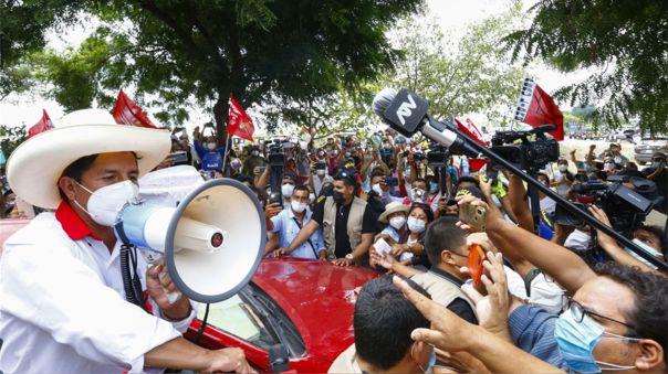 El candidato de Perú Libre ha manifestado en los últimos días que, en un eventual gobierno suyo, el proceso de inmunización contra la COVID-19 concluirá totalmente el 31 de diciembre