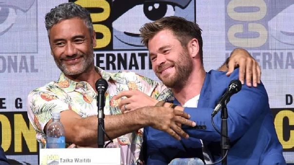 Taika Waititi y Chris Hemsworth