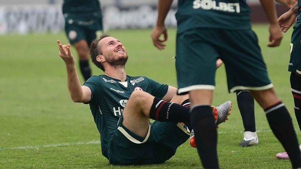 Hernán Novick festeja su buen gol ante Ayacucho FC.