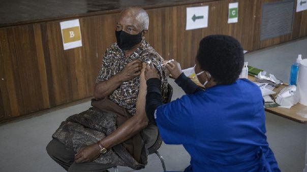 Sudáfrica, el país africano oficialmente más afectado por la pandemia, ha vacunado hasta ahora solo al 1% de su población.