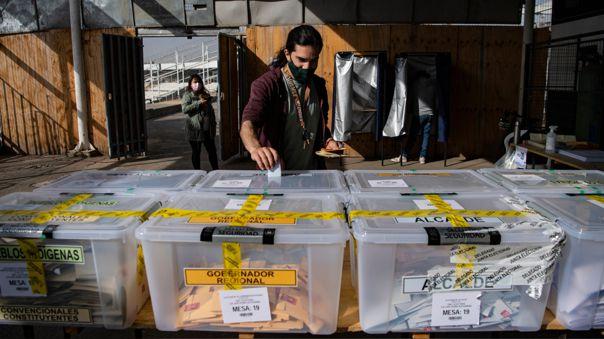 CHILE-ELECTION-VOTE