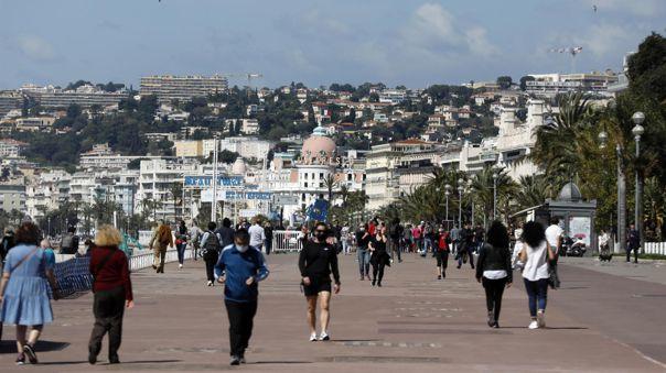 Los nuevos contagios en Francia bajan