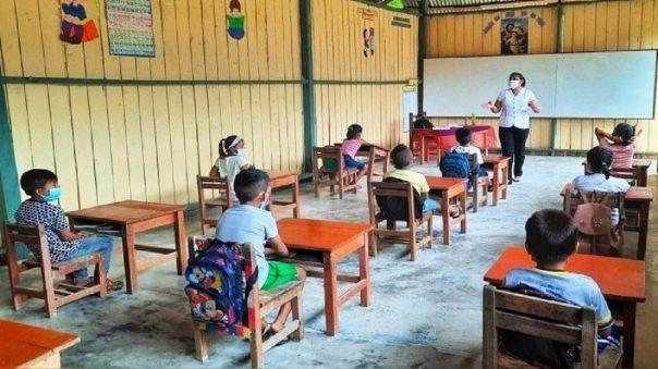 Se debe trabajar para reducir las brechas geográficas, socioeconómicas, en lengua materna y de género en la educación.
