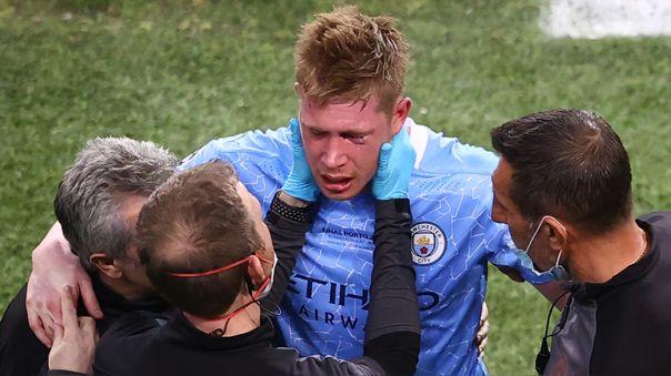 Kevin De Bruyne no pudo terminar el Manchester City ante Chelsea.