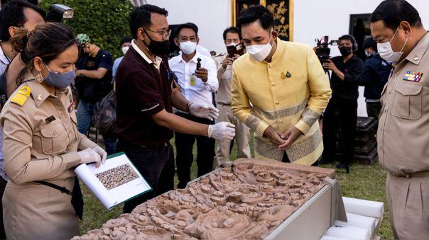 Tailandia recupera dos tallas de piedra religiosas robadas hace décadas