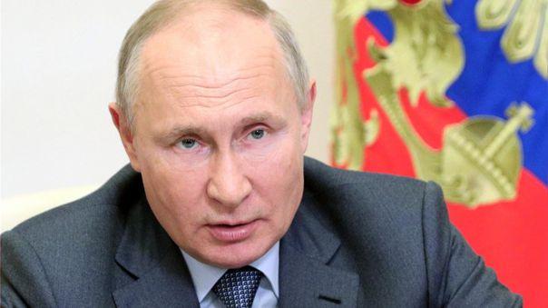 El presidente de Rusia, Vladímir Putin, invitó a los extranjeros a vacunarse.