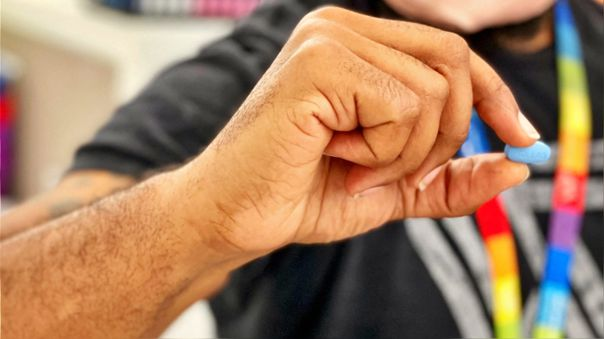 Estados Unidos anunció el miércoles un acuerdo con Merck para comprar 1,7 millones de lotes de la píldora.