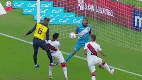 Se cobró mano y penal para Ecuador ante Perú, pero en el VAR hubo rectificación.