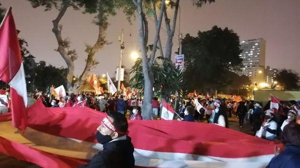 Los simpatizantes de Fuerza Popular realizaron un plantón frente a la sede del Jurado Nacional de Elecciones en Jesús María.