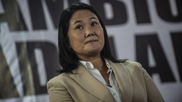 Keiko Fujimori brinda declaraciones a la prensa extranjera tras las elecciones.