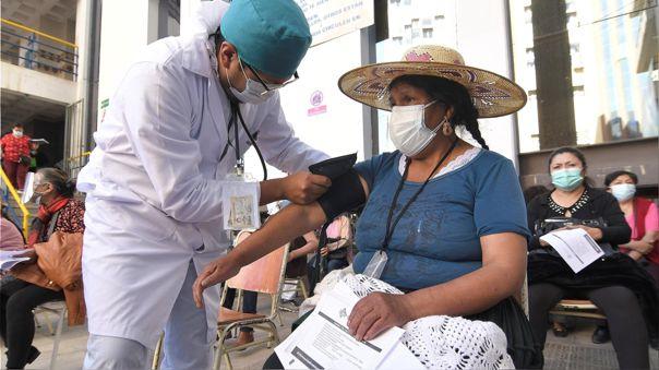 Bolivia atraviesa por la tercera ola de contagios desde principios de mayo con jornadas en las que se han registrado más de 3 000 contagios y más de un centenar de fallecidos.
