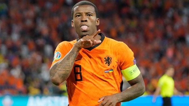 Georginio Wijnaldum pide a la UEFA detener los juegos por actos de racismo y toma la iniciativa en la lucha