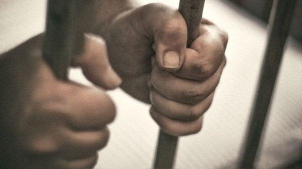 Condenado a prisión en España por matar a su madre y comer partes del cuerpo