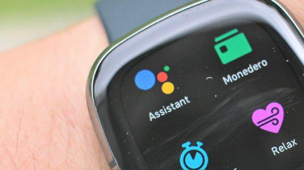 Ya podemos usar el asistente de Google en los Fitbit activados en Perú y Latinoamérica