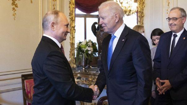Vladimir Putin y Joe Biden.