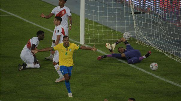 Alex Sandro anotó con Brasil frente a Perú por la Copa América.