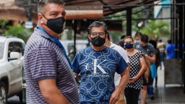Se disparan las muertes por covid en un Paraguay con pocas vacunas