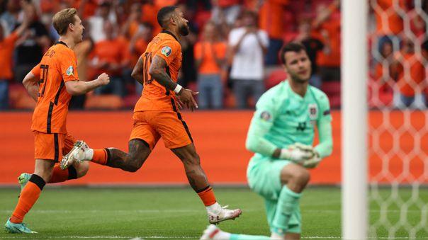 Depay celebra su gol en el Holanda contra Austria en la ciudad de Ámsterdam.