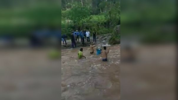 San Martín: Personal de salud cumple con jornada de vacunación contra la COVID-19, pese a crecida de ríos