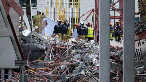 Bomberos realizaron el rescate de los cuerpos.