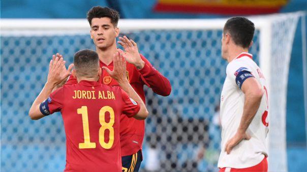 Álvaro Morata celebra su gol en el España vs. Polonia por la Eurocopa 2021.
