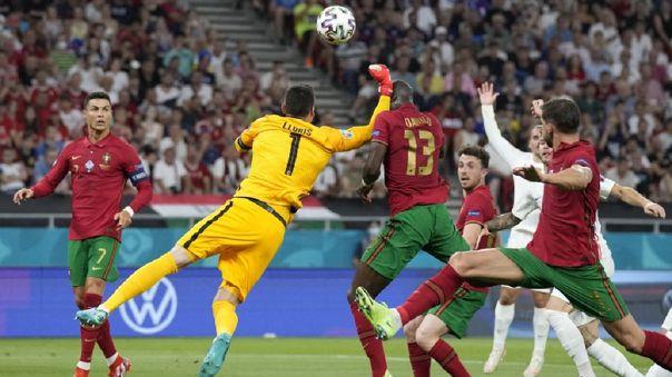 Hugo Lloris golpeó a Danilo Pereira en el Francia vs. Portugal