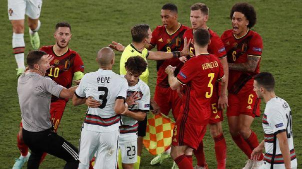 Pepe provocó tumulto por falta sobre Hazard en el Portugal vs. Bélgica