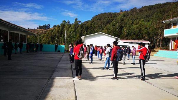 Alumnos de secundaria del colegio San Pedro de Huayllabamba volvieron a clases.