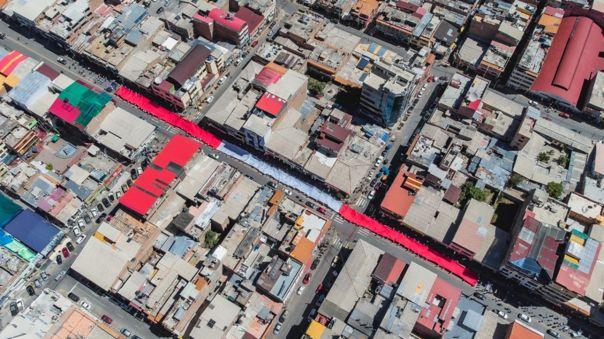"""Áncash: """"Bandera del Bicentenario"""" recorre las calles de Huaraz tras descenso del nevado Huascarán"""