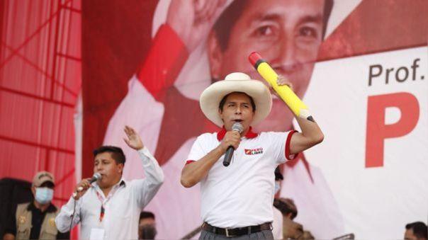 """Pedro Castillo tras ser proclamado presidente electo: \""""¡Gracias, pueblo peruano, por este triunfo histórico!\"""""""