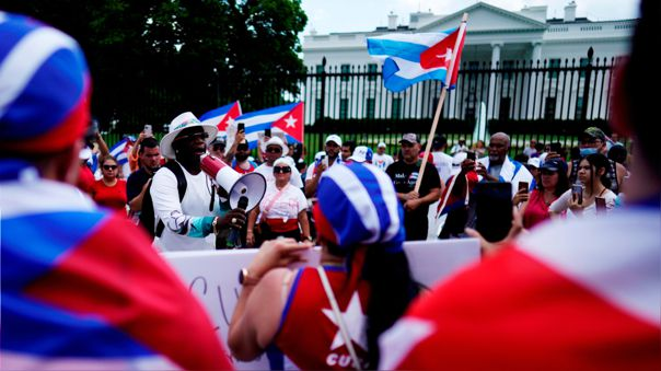 EE.UU. sanciona al ministro de Fuerzas Armadas de Cuba y a unidad de élite tras represión a protestas