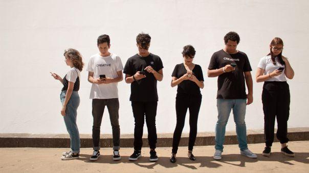 Adolescentes - teléfonos - redes sociales