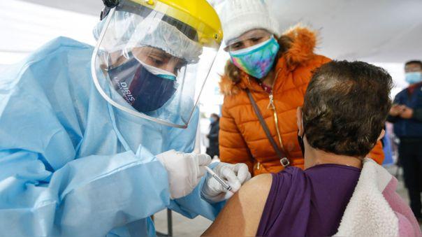 Vacunación en grandes campañas llamadas vacunatón