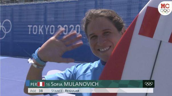 Sofía Mulanovich se mantiene con vida en el surf de Tokio 2020.