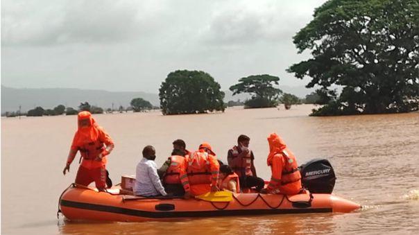 Lluvias dejaron un centenar de muertos en India.