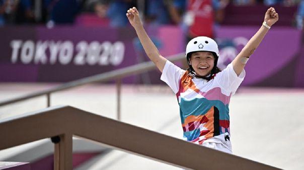 Momiji Nishiya de Japón ganó el oro en skateboarding femenino en Tokio 2020