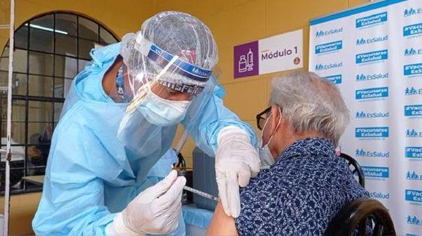 La importancia de la vacunación completa (con dos dosis, si es el caso) contra la COVID-19