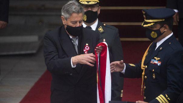 Francisco Sagasti acudió este miércoles a entregar la banda presidencial al Palacio Legislativo.