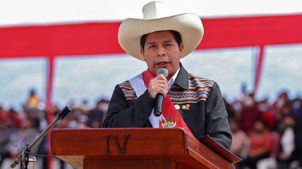 Pedro Castillo tomó juramento la noche del jueves a 16 ministros del Gabinete.