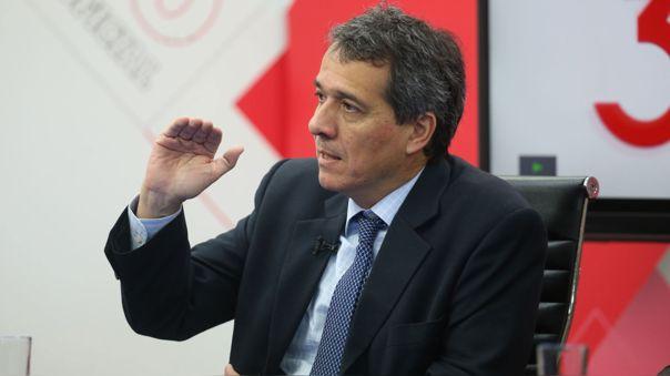 El exministro Alonso Segura culpa al nuevo Gabinete ministerial de la inestabilidad del mercado peruano.