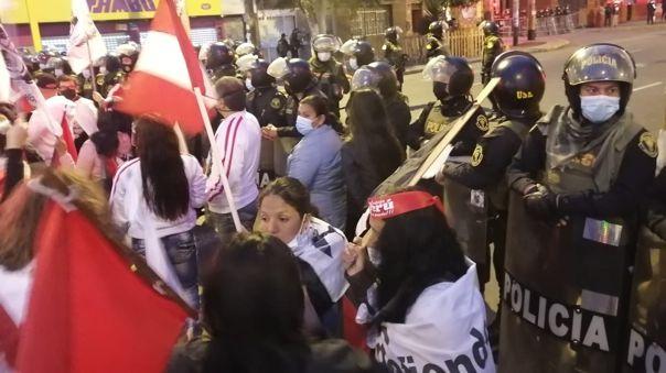 La manifestación se dio en los alrededores de la vivienda que ocupa el mandatario.