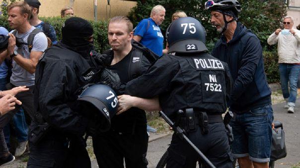 Miles de personas protestaron por restricciones en Alemania.