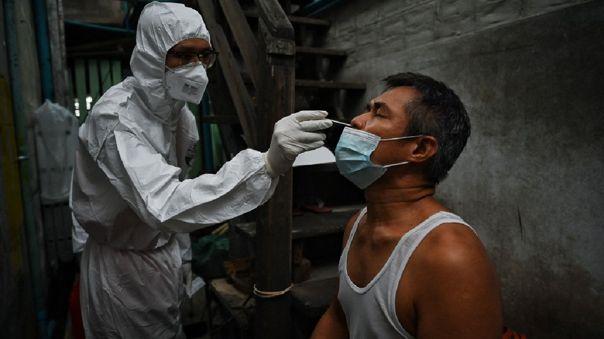 Tailandia supera por primera vez los 20 000 contagios diarios.