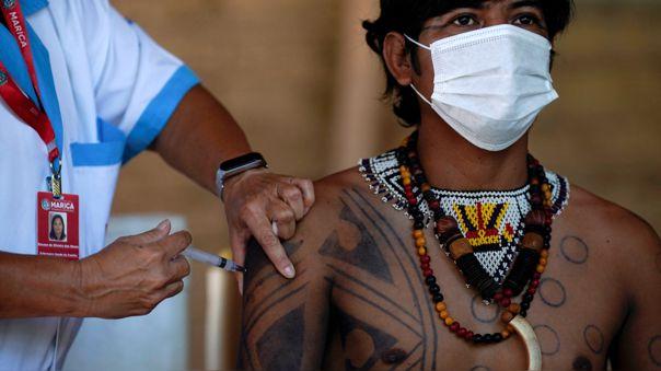 Vacunación de población indígena contra la COVID-19