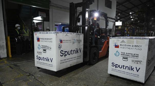Ecuador y Rusia analizan establecer planta para producir la vacuna Sputnik.