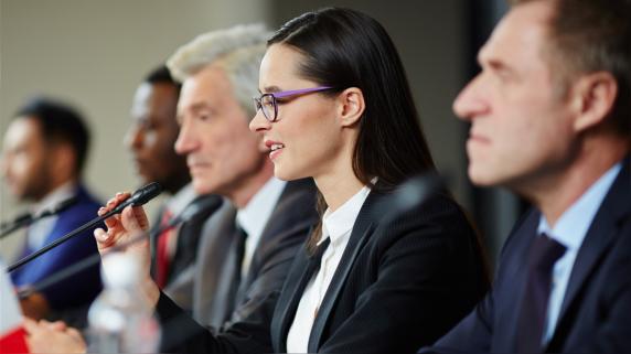 Mujeres en la política: ¿Por qué tienen tan poca participación y cómo promover su representación?