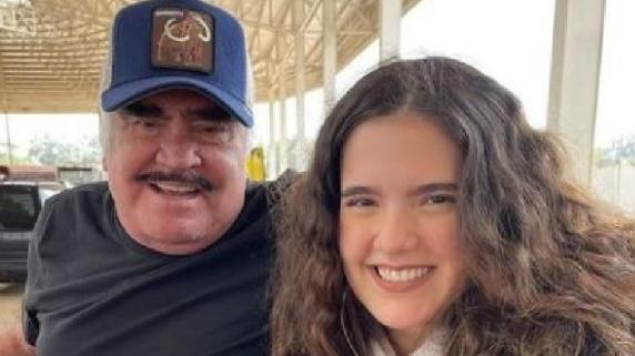 Vicente Fernández: Su nieta Camila llora por la salud de su abuelo y pide que recen por él