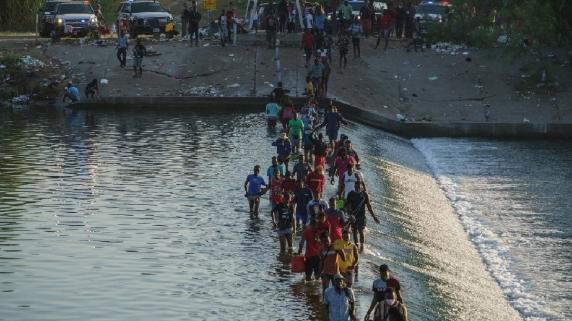 Haitianos han cruzado irregularmente en los últimos días la frontera entre México y Estados Unidos.