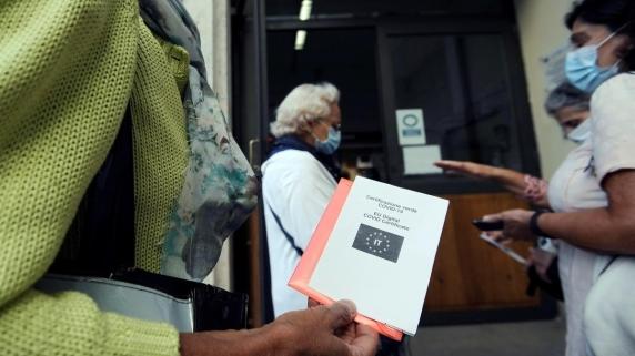 Gobierno solicitaría carnet de vacunación para ingresar al país.