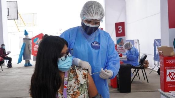 Minsa anuncia vacunación para jóvenes de 23 años a más.